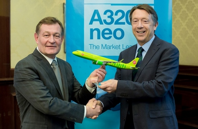 S7 general director Vladimir Obyedkov and Airbus executive vice-president Chris Buckley