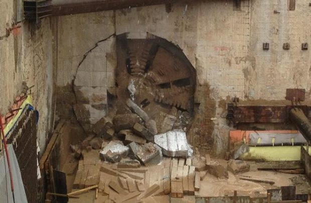 The tunneling shield, which is cutting through rock at the end of the inter-terminal tunnel at Sheremetyevo airport