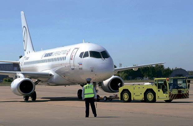 SSJ100 operators have to take their own tow-bar with them to airports that use tow-barless tugs
