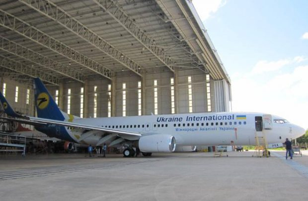LOT receives first Boeing 737-800 plane